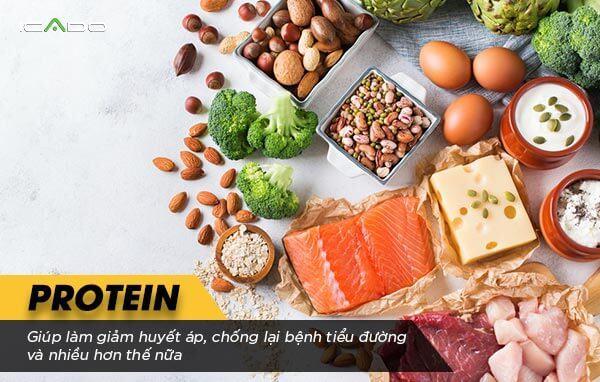 Còn trong việc tập gym, protein giúp giảm cân và mỡ bụng, tăng khối lượng cơ bắp và sức mạnh cho người sử dụng.