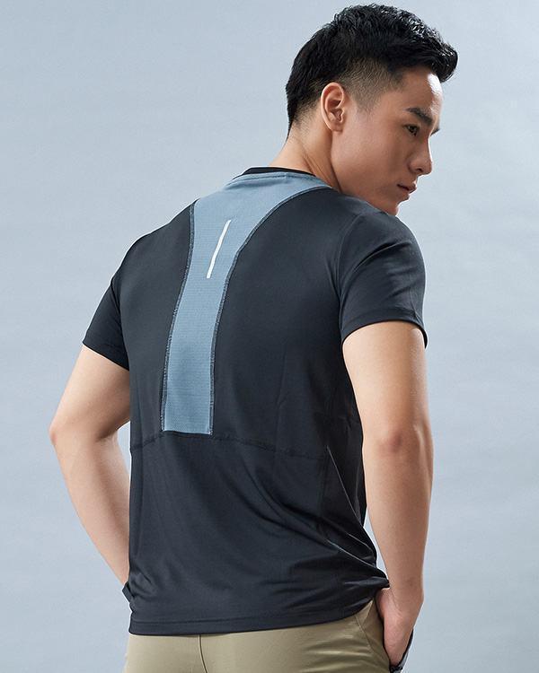 Set gym nam 5: Áo ngắn tay AT2 và quần đùi AT4