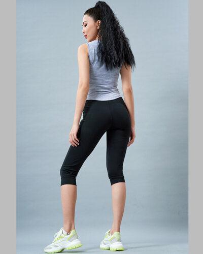 Set gym nữ 10: Áo sát nách MM7 và quần lửng PAVO SG2